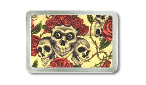 Knochenschädel mit Rosenkrone