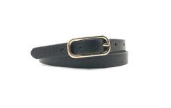 schwarzer Ledergürtel mit ovaler, goldener Schnalle