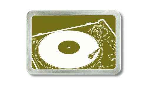 Gürtelschnalle mit Plattenspieler in beige