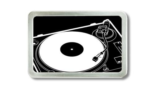 Gürtelschnalle mit Plattenspieler Motiv schwarz-weiss