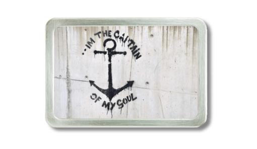 Gürtelschnalle mit mit Graffiti von einem Anker