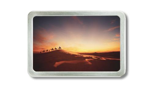 Motivschnalle mit einer Karawane auf dem Weg durch die Wüste